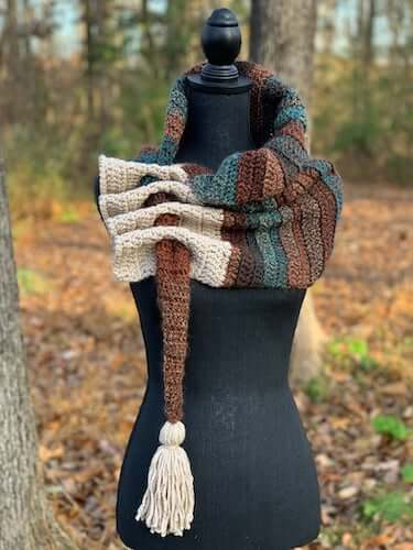 Cari Keyhole Scarf Crochet Pattern by LES By Ruby Baby