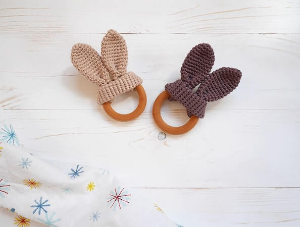 Easy Crochet Wooden Teether Pattern by Malloo Knits