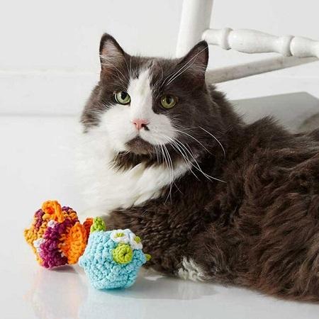 Crochet Puffy And Stuffy Free Cat Toy Pattern by Yarnspirations