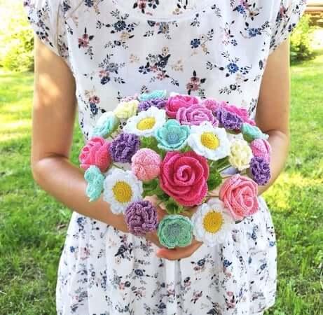 Crochet Flower Bouquet Pattern by Vi Tasja