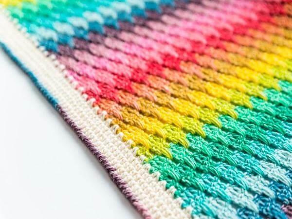 Larksfoot Rainbow Blanket Crochet Pattern by Haakmaarraak NL