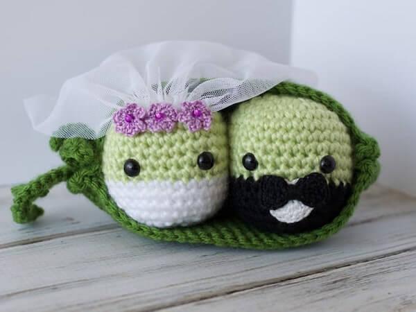 Peas In A Pod Get Married Crochet Pattern by Crochet 365 Knit Too