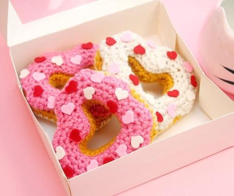 Heart Donut Crochet Pattern by Twinkie Chan