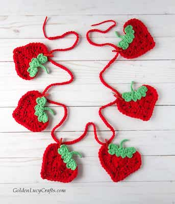 Strawberry Garland Crochet Fruit Pattern by Golden Lucy Crafts