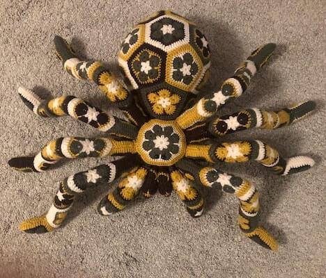 Spider African Flower Crochet Pattern by Larrie Crafts NL