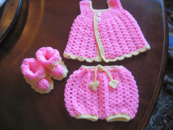 Free Easy Baby Sundress & Bloomers Shell Pattern from Blurt Blogger