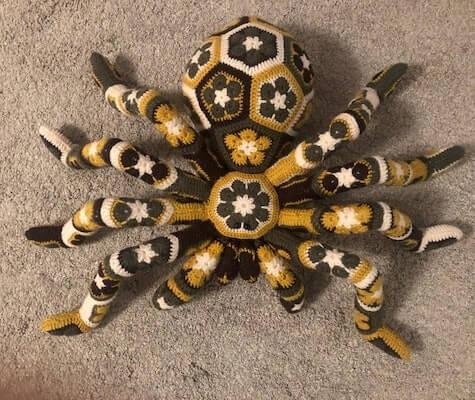 African Flower Spider Crochet Pattern by Larrie Crafts NL