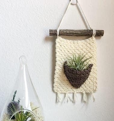 Crochet Air Plant Hanger Pattern by Nana's Crafty Home