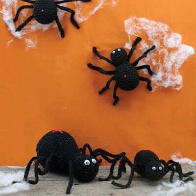 Crochet Halloween Spiders Pattern by Yarnspirations