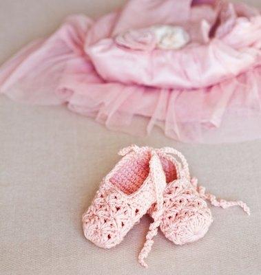 Crochet Ballerina Shoes Pattern by Mon Petit Violon